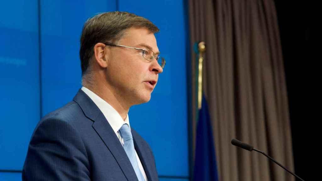 El vicepresidente económico de la Comisión, Valdis Dombrovskis, durante la rueda de prensa de este martes