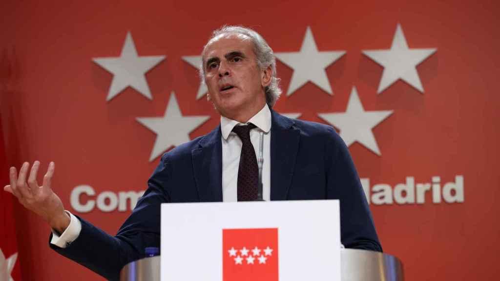 El consejero de Sanidad de la Comunidad de Madrid, Enrique Ruiz Escudero, comparece en rueda de prensa.