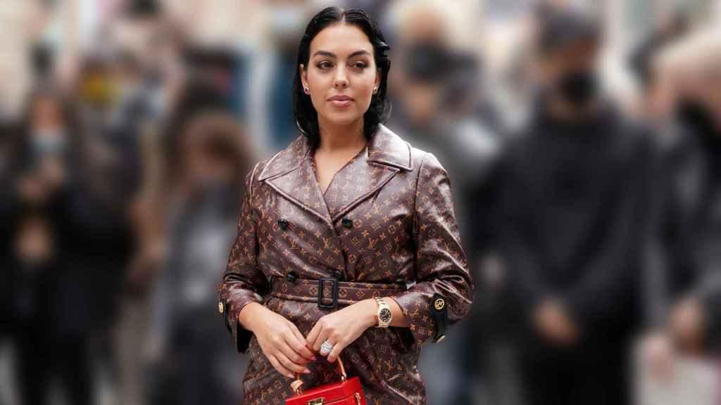 Georgina Rodríguez a su llegada al desfile de Louis Vuitton en París.