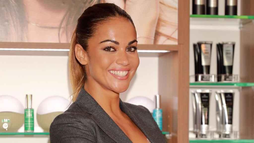 Lara Álvarez durante la presentación de su nuevo perfume.