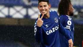 James Rodríguez celebra un gol con el Everton
