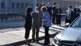 PIlar Zamora charlando junto a la Reina Sofía y Emiliano García-Page
