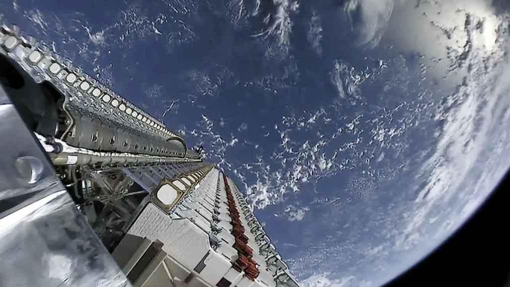 Nave cargada con satélites de Starlink