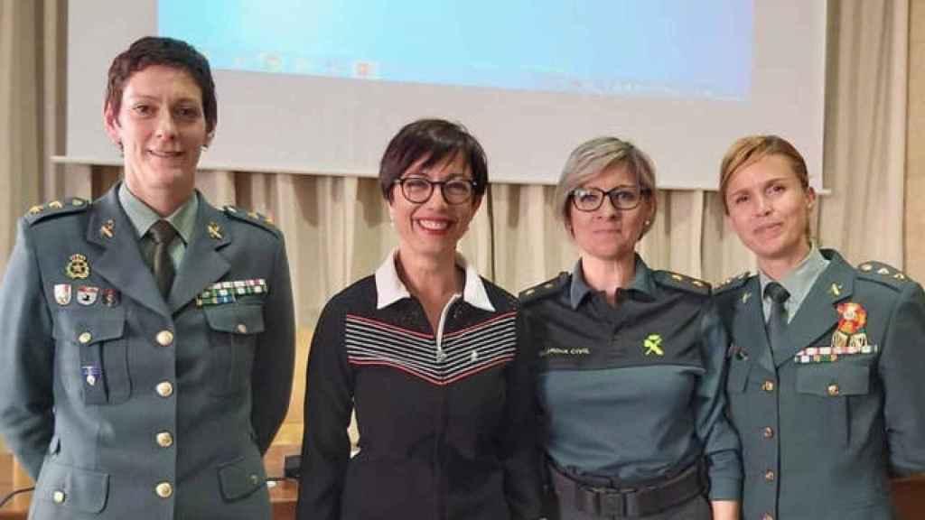 De izda a dcha. La teniente coronel Dolores Gimeno, la directora general de la GC, María Gámez, y las teniente coronel, Cristina Moreno y Soledad Gómez.