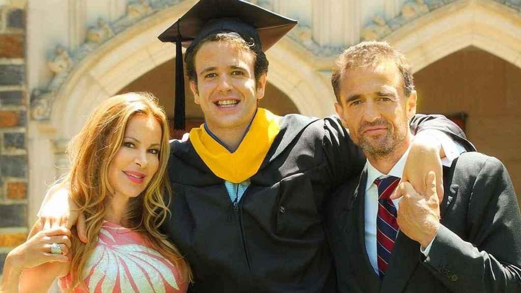 Ana Obregón y Alessandro Lequio en el día de la graduación universitaria de su hijo.