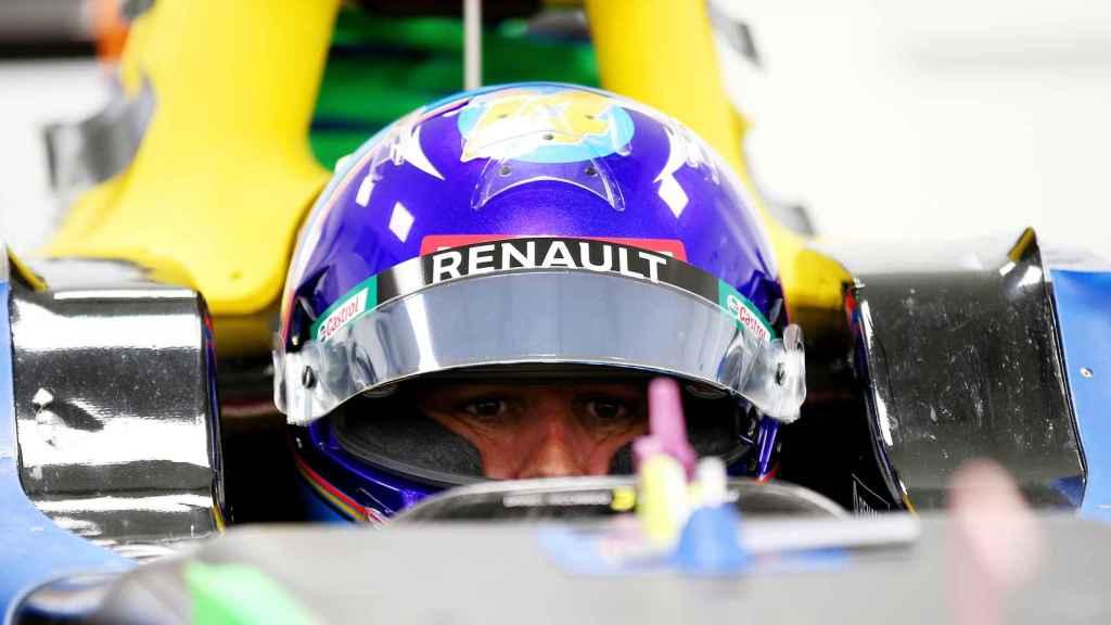 Fernando Alonso subido a un Renault