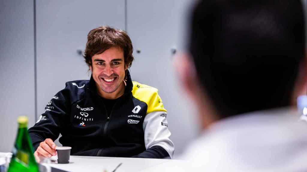 Fernando Alonso sonríe distendidamente