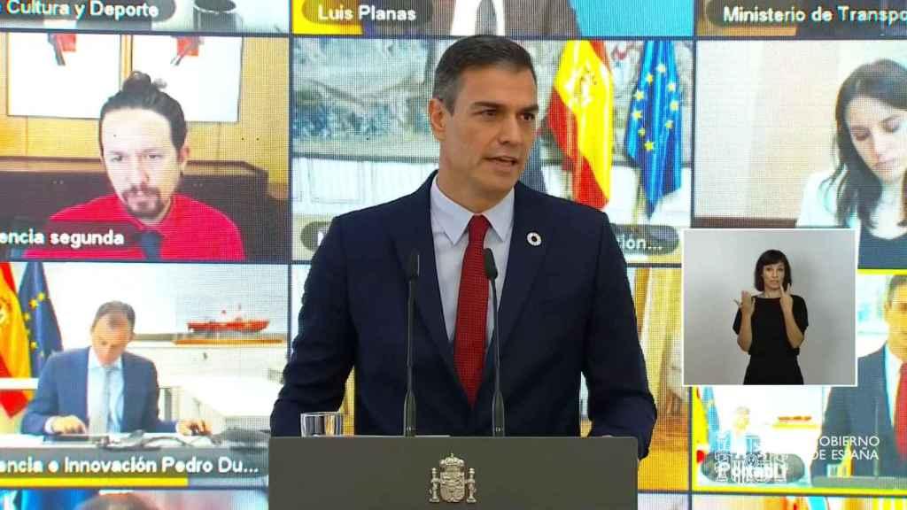 Pedro Sánchez, rodeado de sus ministros, en la presentación del plan de recuperación.