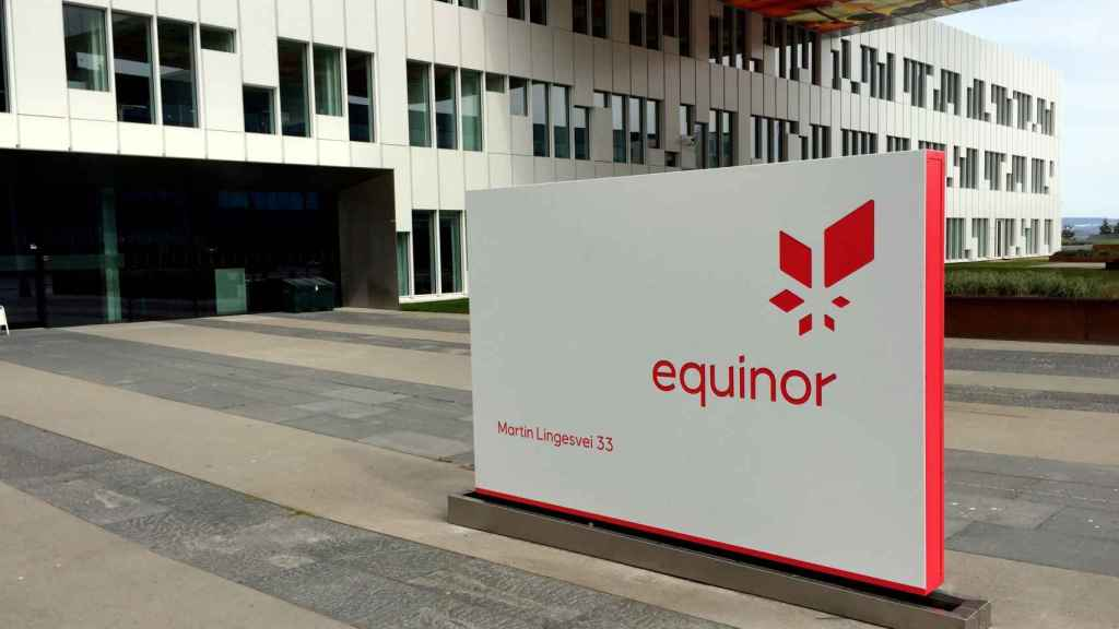 Logo de Equinor en su sede, en Fornebu.