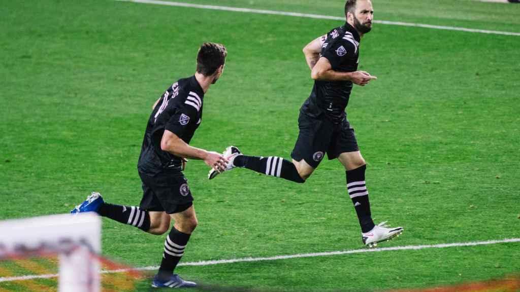 Higuaín celebra su primer gol con el Inter Miami
