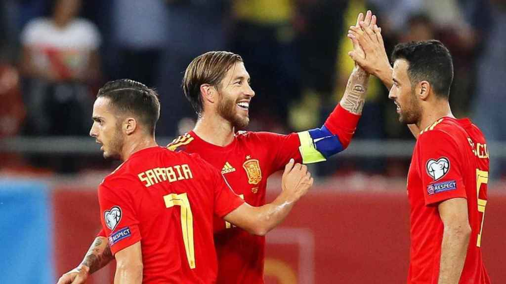 Pablo Sarabia con la Selección, junto a Sergio Ramos