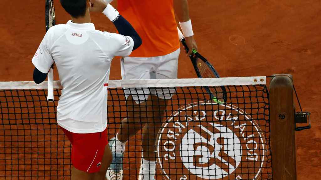 Djokovic y Carreño se saluda en la red