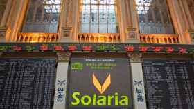 Panel con el logotipo de Solaria en la Bolsa de Madrid.