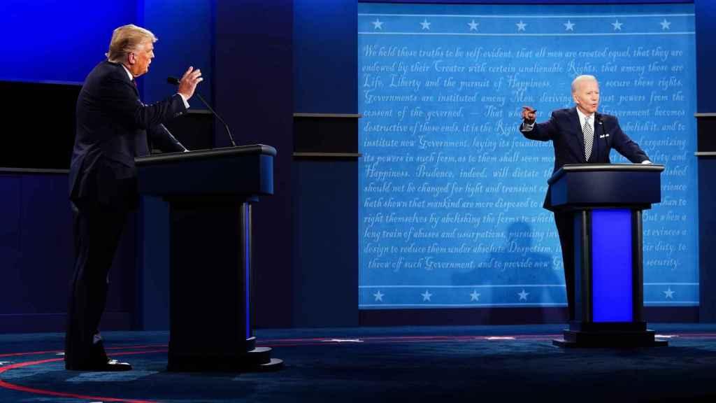 El presidente de Estados Unidos, Donald Trump, y el candidato a la Casa Blanca, Joe Biden, durante el primer debate electoral.