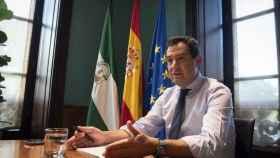 El presidente de la Junta de Andalucía, Juanma Moreno, en su despacho de San Telmo.