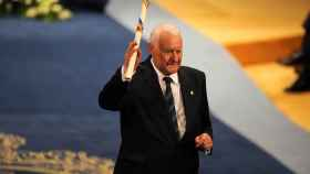 El hispanista Joseph Pérez recibiendo el Premio Príncipe de Asturias de Ciencias Sociales.