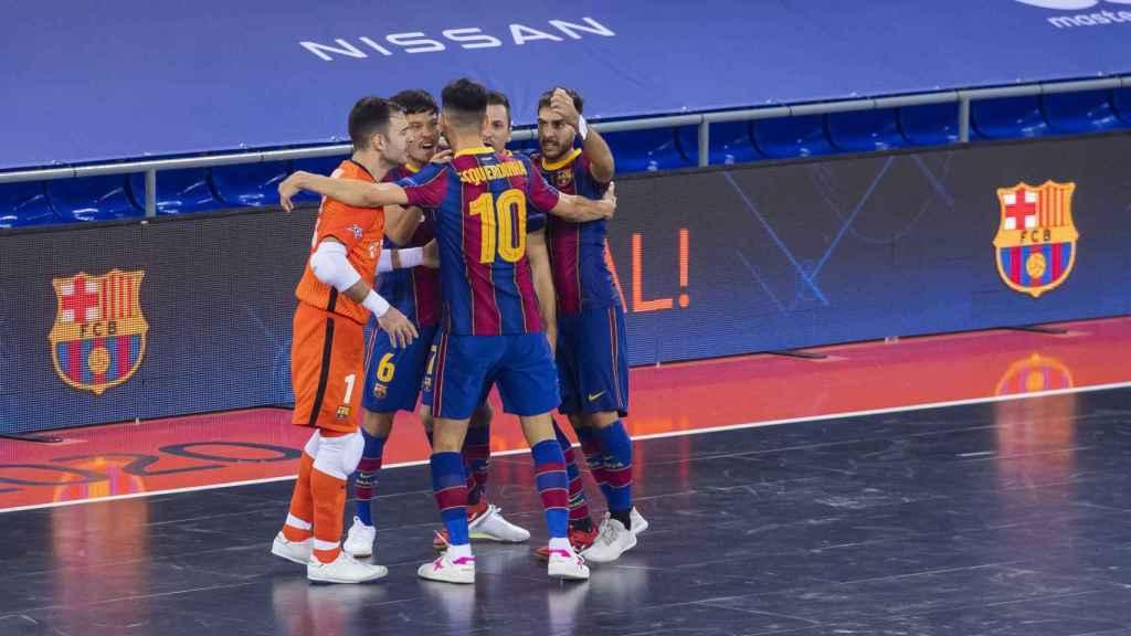 El Barça de fútbol sala celebra un gol