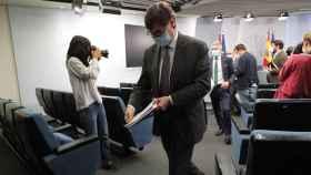 Salvador Illa y, al fondo, Fernando Grande-Marlaska, tras explicar la imposición del estado de alarma en Madrid.