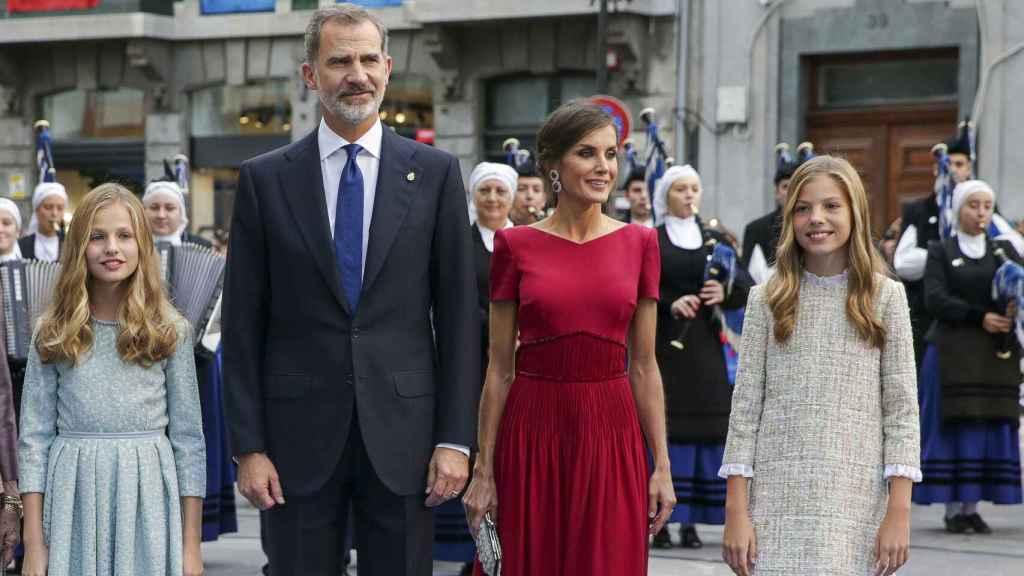 Los Reyes y sus hijas en los premios Princesa de Asturias del año 2019