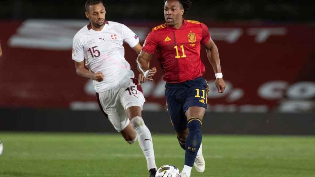 Adama Traoré durante el duelo entre España y Suiza