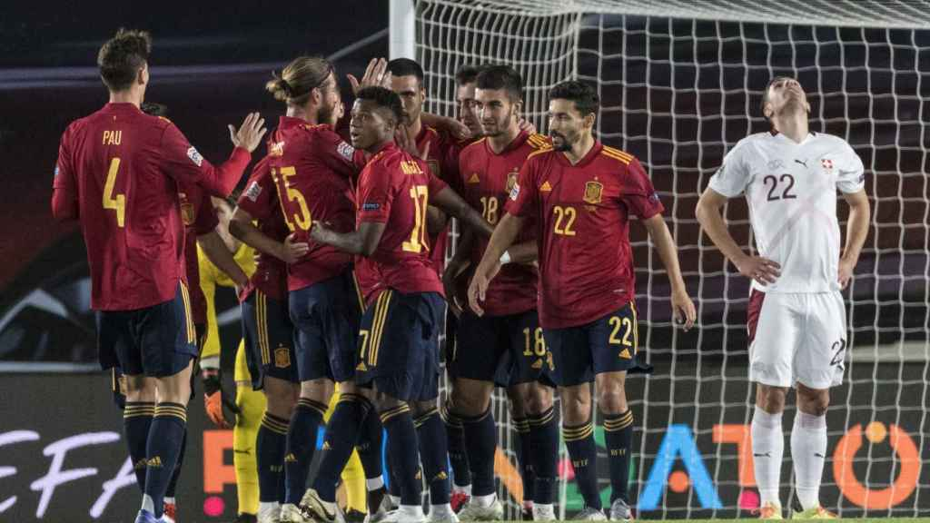 España celebra su gol ante Suiza