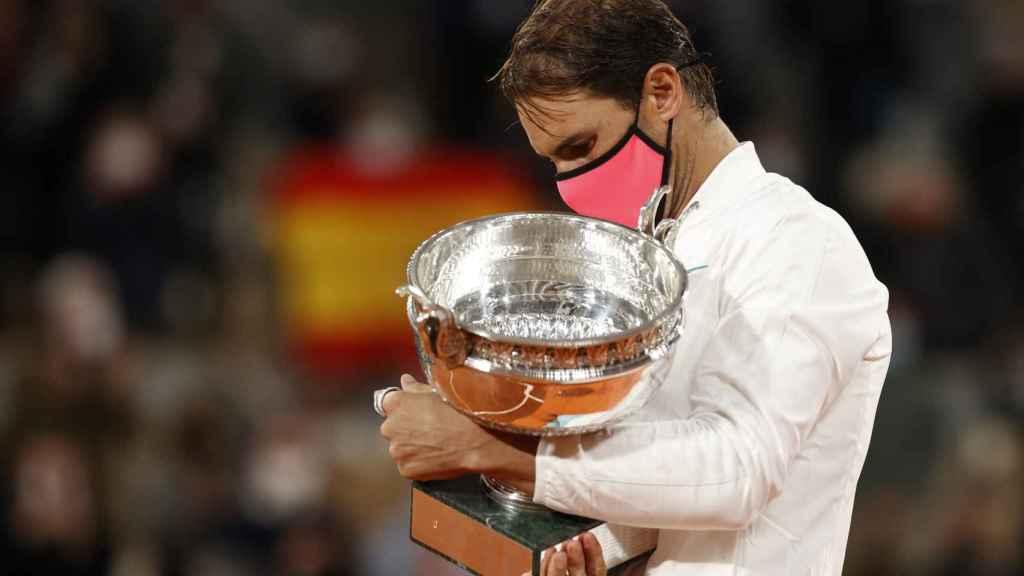 Nadal, con el título de campeón de Roland Garros.
