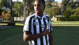 Robinho, con la camiseta del Santos FC