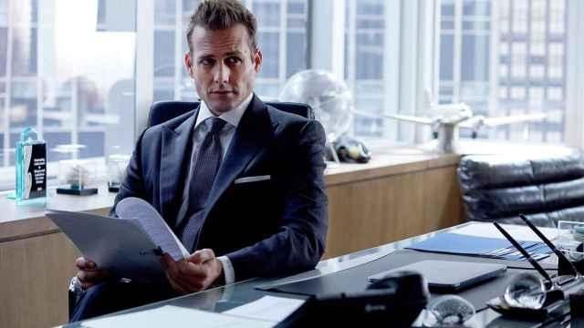 El actor Gabriel Macht, interpretando a Harvey Specter en 'Suits'