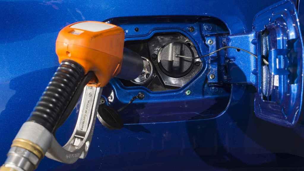 Cuenta con un depósito de 42 litros de GLP (si bien solo se puede llenar al 80%).