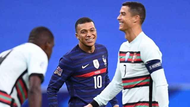 Kylian Mbappé y Cristiano Ronaldo, durante el partido entre Francia y Portugal de la Nations League