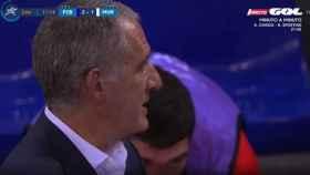 El momento en el que le cuelan un mensaje a Santi Duque en la retransmisión de la final de la Champions League de fútbol sala