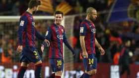 Gerard Piqué, Leo Messi y Javier Mascherano, en un partido del Barcelona