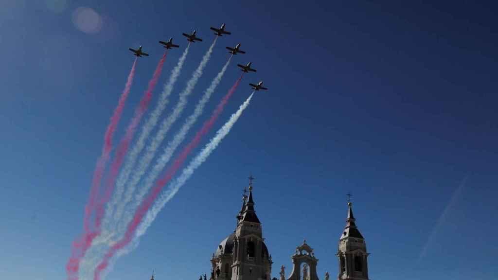 El error de la Patrulla Águila al dibujar la enseña nacional en el cielo de Madrid.