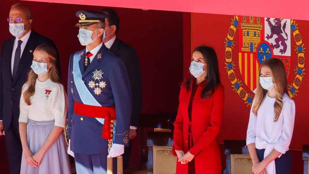 Felipe VI y Letizia, junto a sus hijas, en el Día de la Hispanidad.