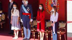 Los Reyes junto a sus hijas, la princesa Leonor y la infanta Sofía.