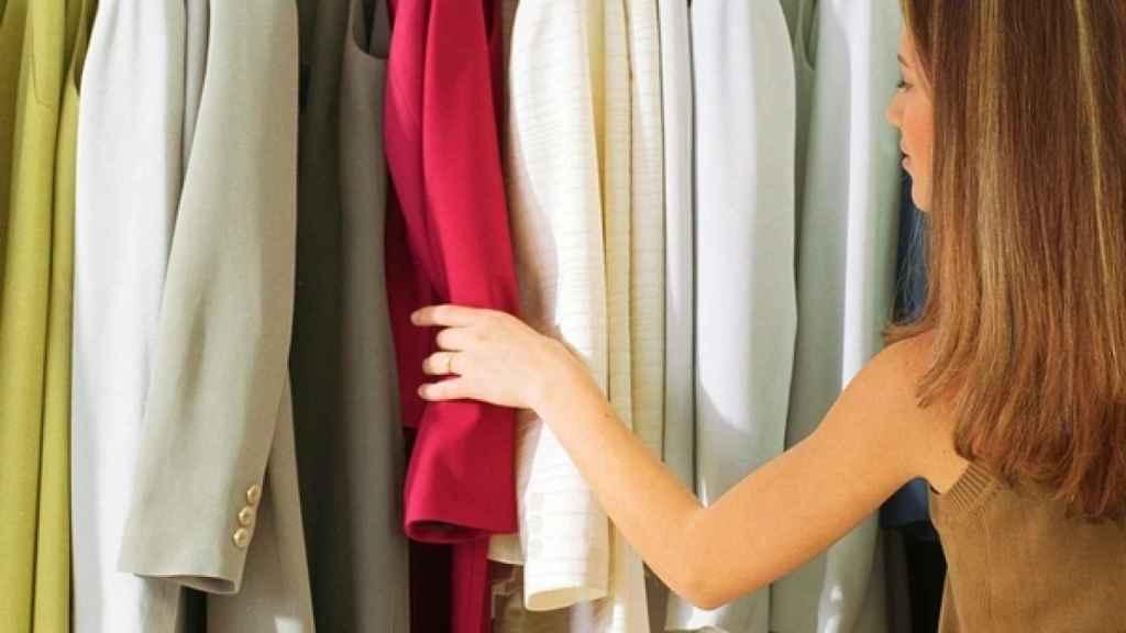 El cambio de temporada obliga a reorganizar el armario con las prendas invernales.