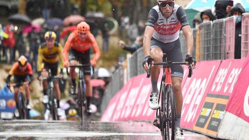 Nibali llega a meta en la etapa 9 del Giro de Italia