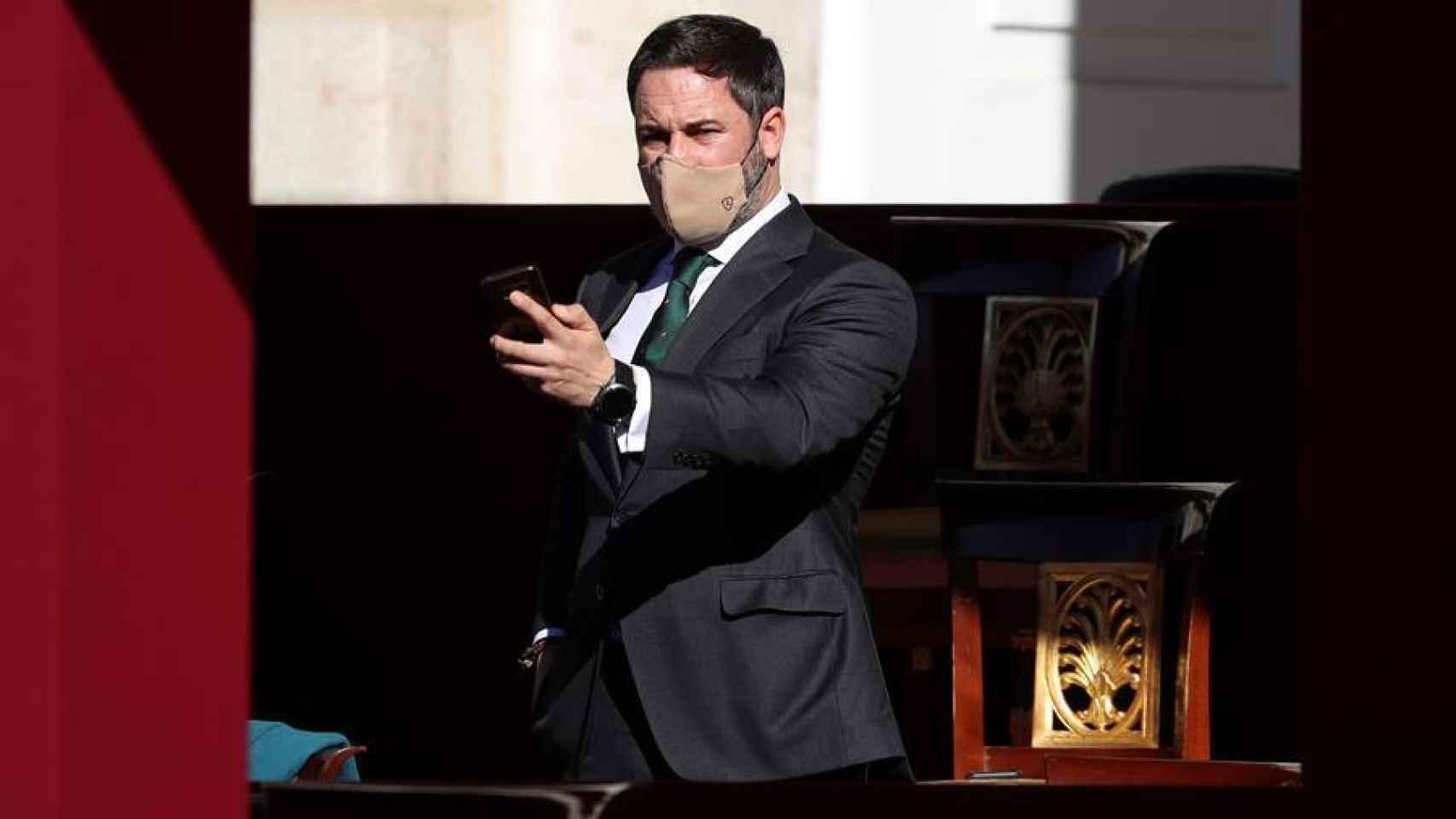 Santiago Abascal, en la grada de invitados. / Efe