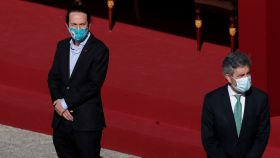 Pablo Iglesias observa a Carlos Lesmes (presidente del CGPJ), en los actos del 12-O.