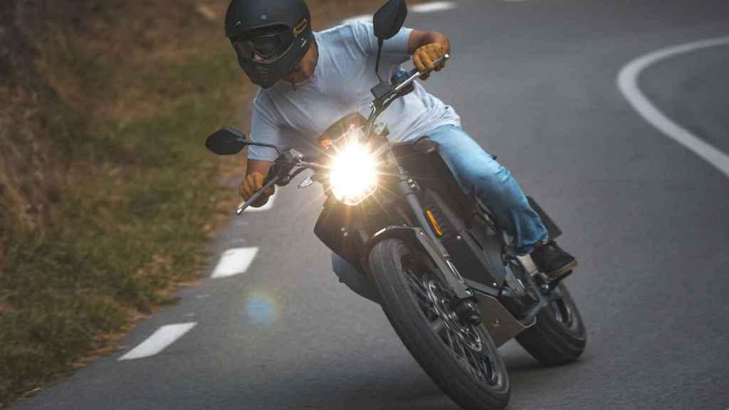 Esta moto eléctrica tiene 140 kilómetros de autonomía.
