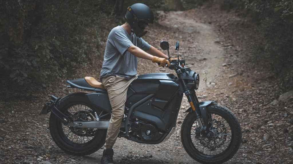 Esta moto se puede conducir con carné de coche.