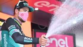 Peter Sagan celebra la victoria en la décima etapa del Giro de Italia 2020