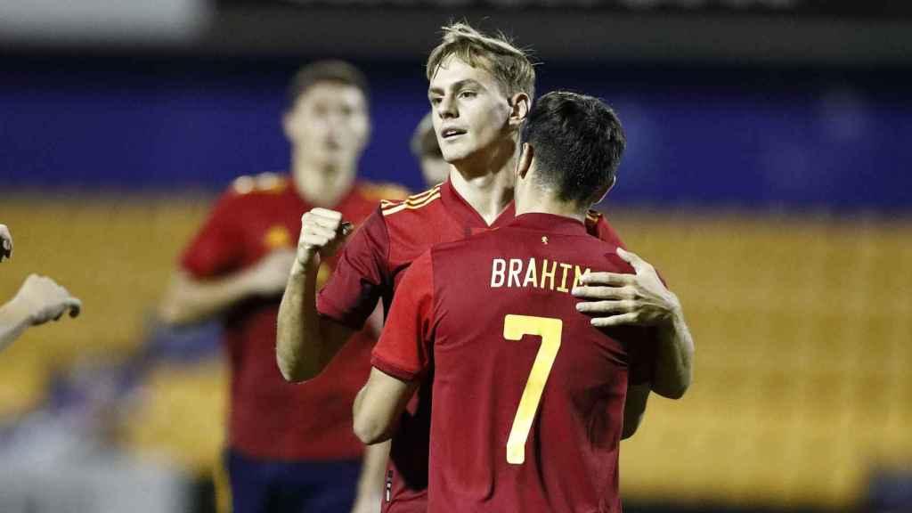 Dani Gómez y Brahim celebran un gol de la Sub21