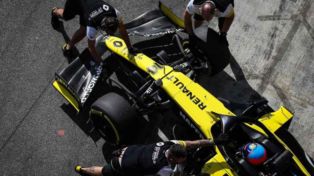 Los ingenieros vuelven a meter el Renault F1 de 2020 que condujo Fernando Alonso en el Filming Day en Montmeló