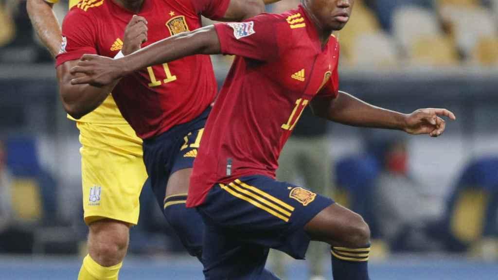 Ansu Fati y Adama Traoré, durante el Ucrania - España de la UEFA Nations League