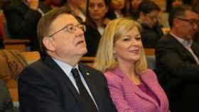 Ximo Puig, presidente de la Generalitat Valenciana, junto a su pareja Gabriela Bravo, consellera de Justicia.