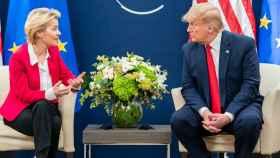 La presidenta de la Comisión Europea, Ursula von der Leyen, y el presidente de EEUU Donald Trump.