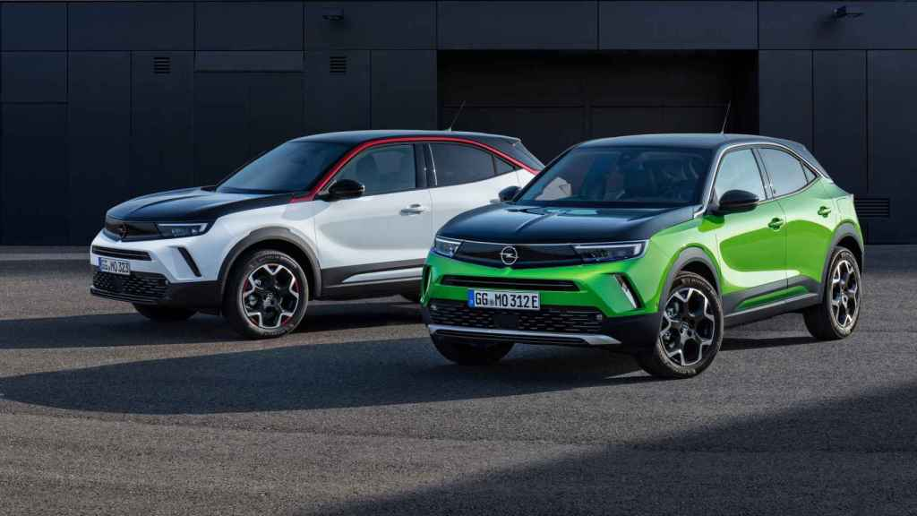 Dos Opel Mokka, un modelo con muchas ventas en los últimos meses que se puede encontrar de segunda mano en los concesionarios.