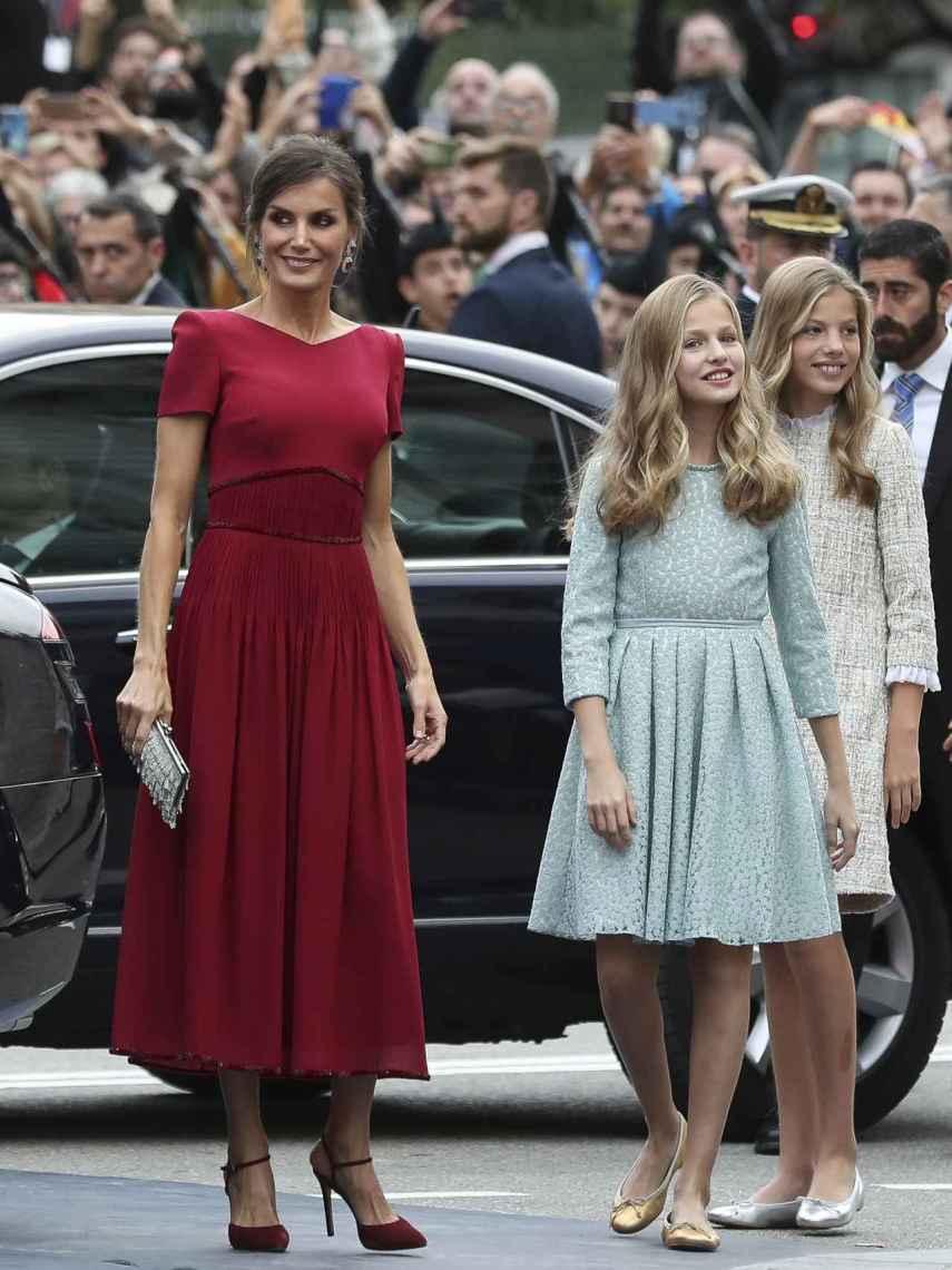 Letizia junto a sus hijas en los Premios Princesa de Asturias 2019.