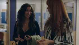 Lola Rodríguez, como Valeria Vegas, hablando con Valeria Vegas, que da vida a Lola (Atresmedia)
